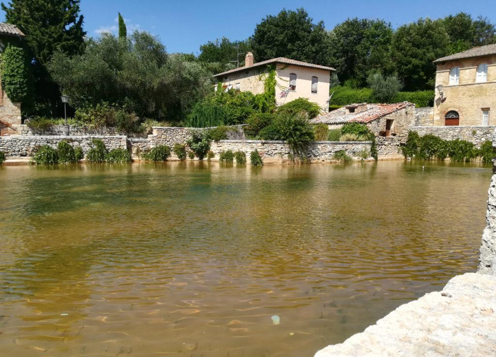 Val-d'-orcia-bagno-vignoni-vasca