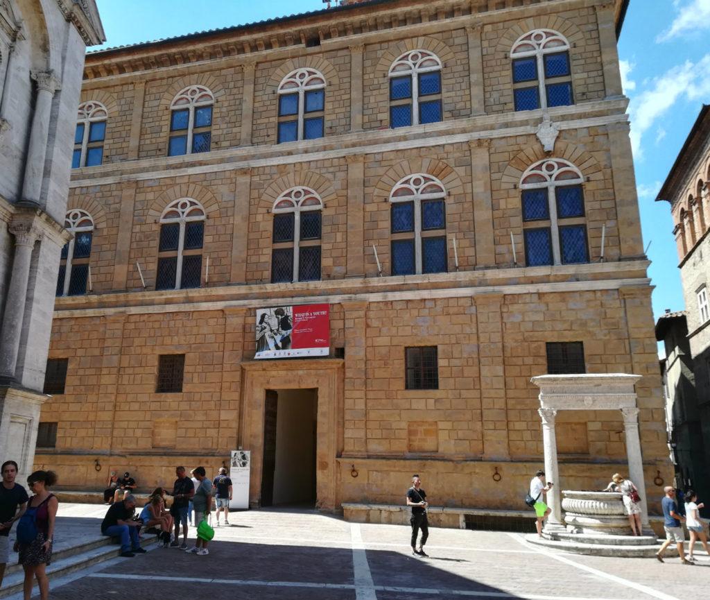 Toscana-pienza-piazza-palazzo