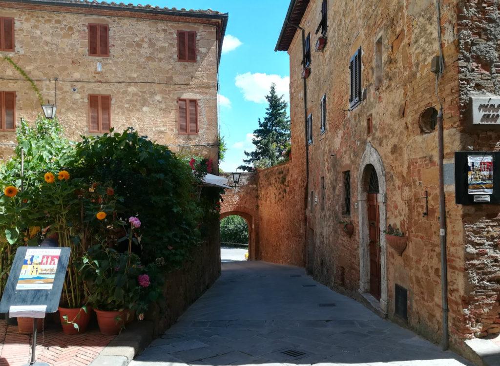 Toscana-pienza-scorcio