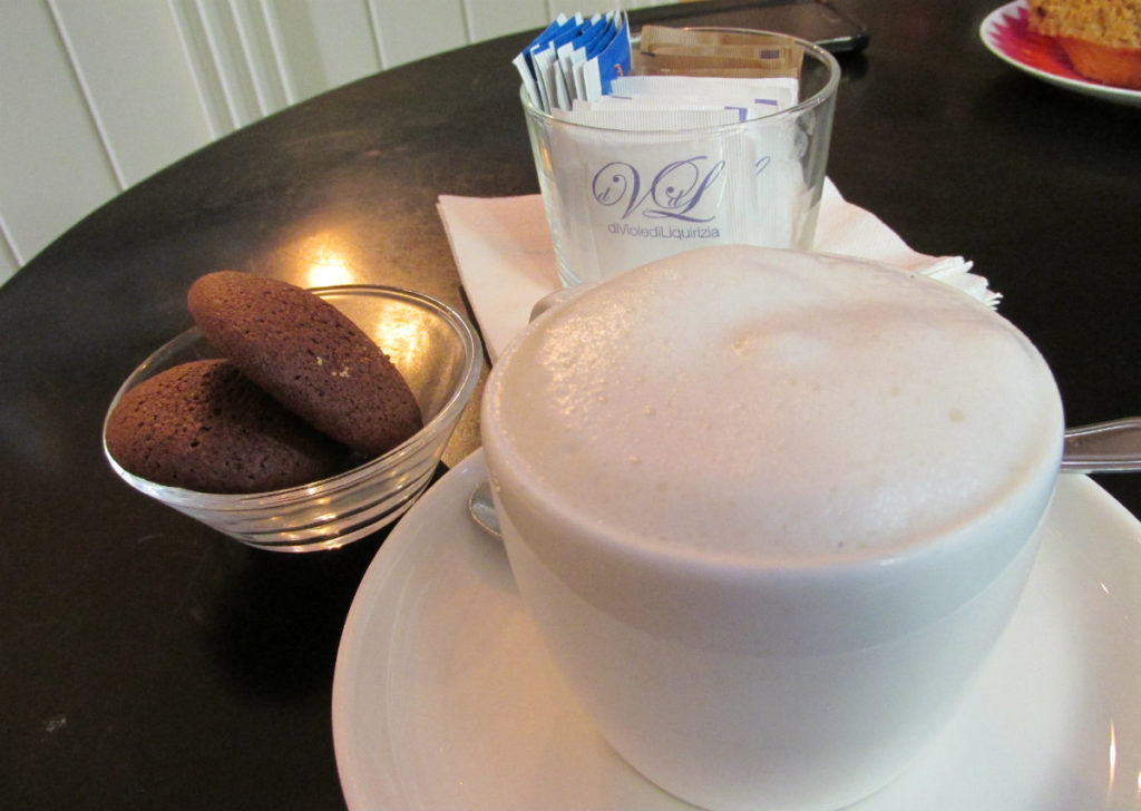 colazione-senza-latte-di-viole-di-liquirizia